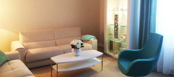 Elegantná obývačka ROMA s kreslom VICTORIA a sedačkou BUTTERFLY