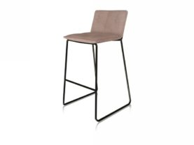 Štýlová moderná barová stolička DATEO v hnedom prevedení.