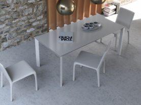 Rozťahovateľný jedálenský stôl FARINI.