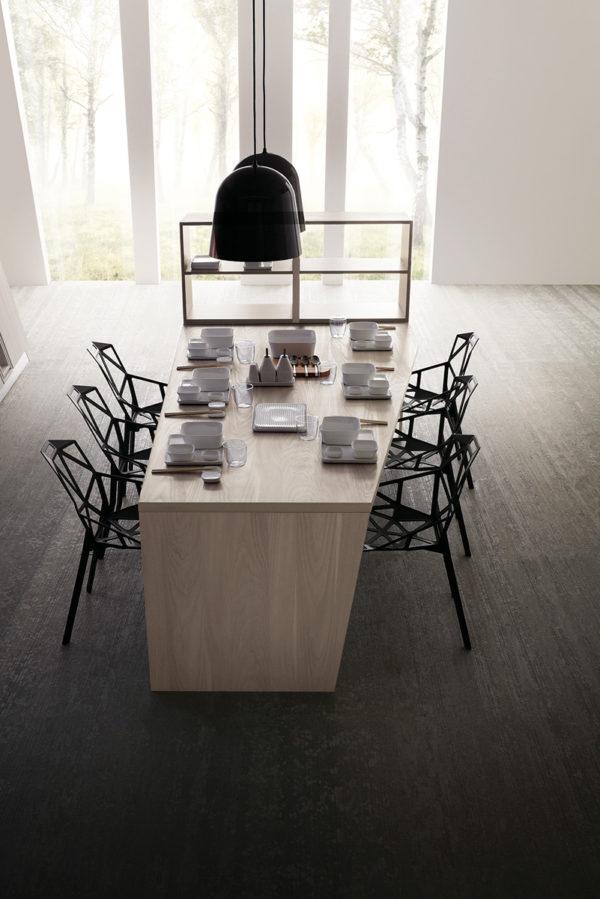 Matná moderná asymetrická kuchyňa ASIA je jedinečná svojimi kombináciami asymetrických tvarov.Talianska kuchyňa ASIA je vyrábaná na mieru.