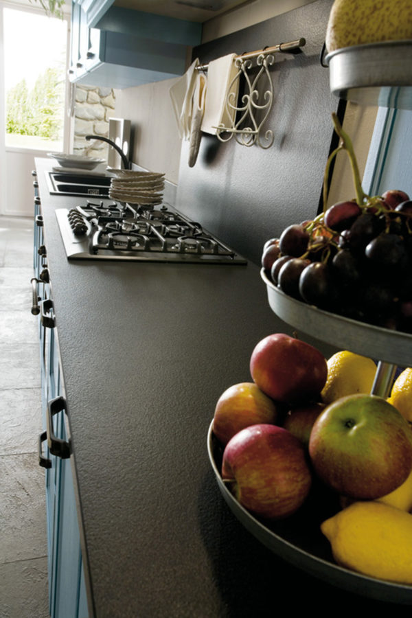 Detail úchytky na zásuvke kuchynskej zostavy CANOVA.