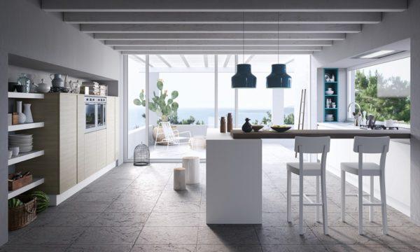 Moderná kuchyňa JOY kombinuje teplo dreva s moderným dizajnom hladkých matných plôch a skla.Talianska kuchyňa JOY je vyrábaná na mieru.