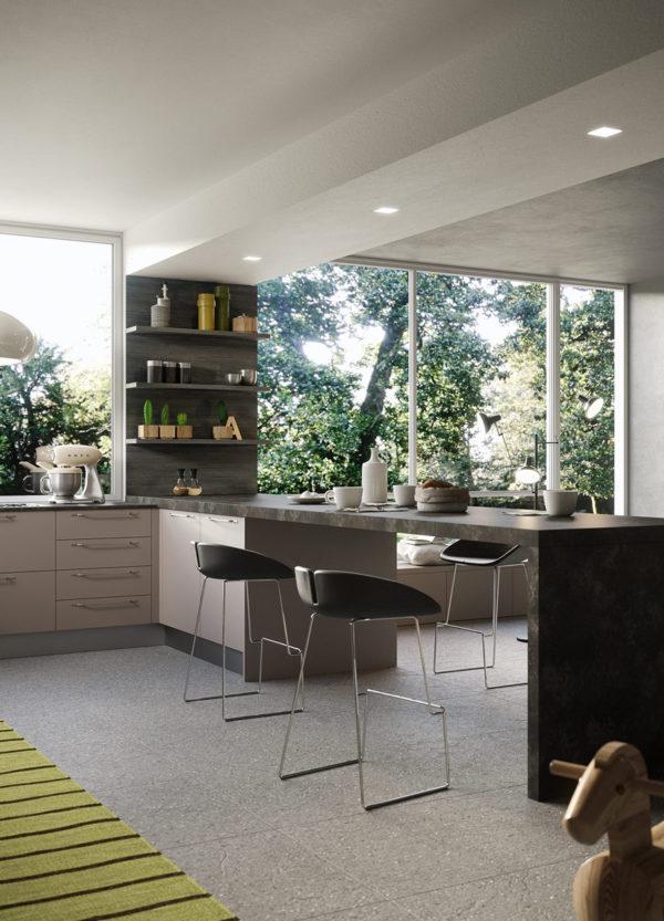 Lineárna moderná kuchyňa JOY v naturálnom prevedení s nadčasovým dizajnom.Talianska kuchyňa JOY je vyrábaná na mieru.
