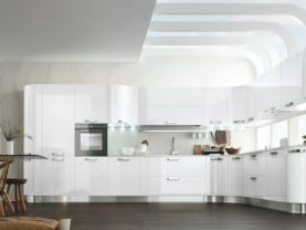 Biela lesklá oblá kuchynská linka KRISTAL.Talianska kuchyňa KRISTAL je vyrábaná na mieru.