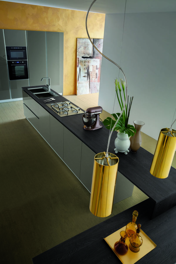 Moderná kuchyňa MYGLASS je špecifická práve sklenými dvierkami