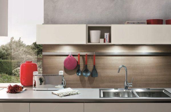 ktoré sú vyrobené vždy zo skla v rôznych farbách.Talianska kuchyňa MYGLASS je vyrábaná na mieru.