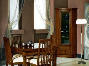 Klasická rohová vitrína v rustikálnom štýle do jedálne, pracovne, obývacej izby alebo chodby