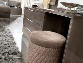 Viacúčelová taburetka PLATINUM do moderného interiéru