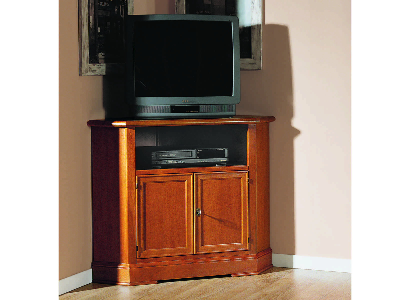 RRustikálna rohová TV skrinka