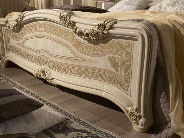 rustikálny zdobený spálňový nábytok