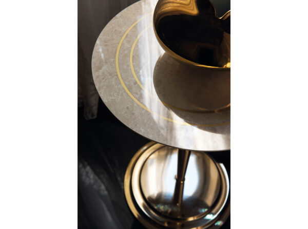 Detail prevedenia stolíka z kolekcie SIPARIO