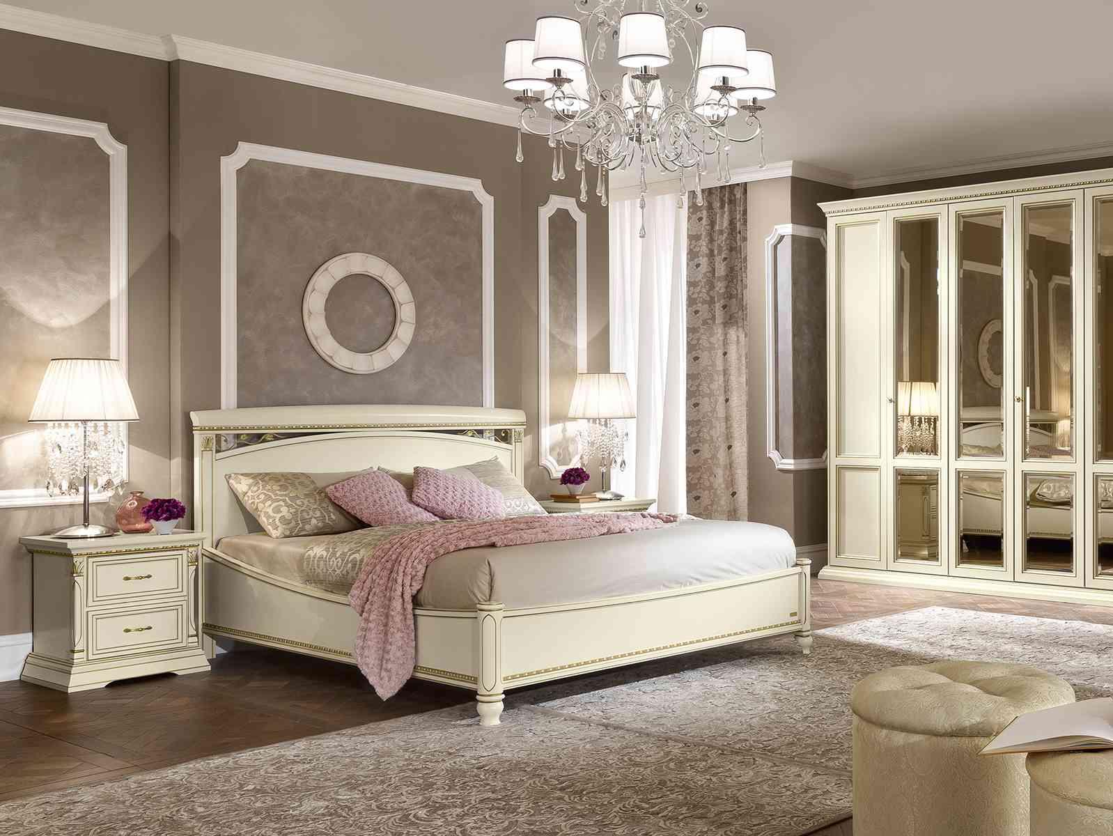 manželská posteľ s dreveným čelom