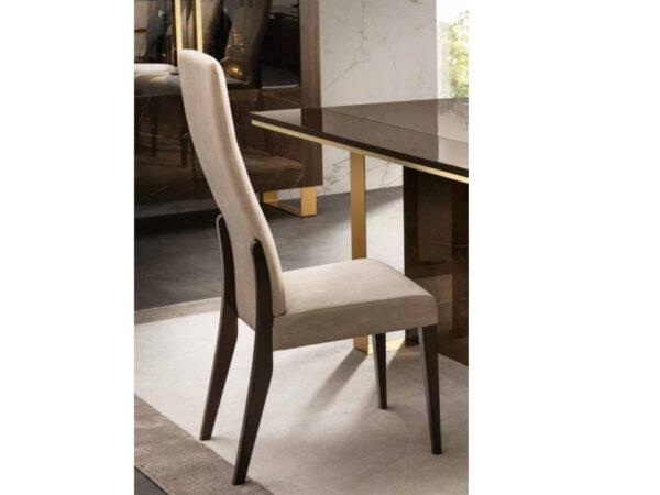 Jedálenská stolička v interiéri ESSENZA